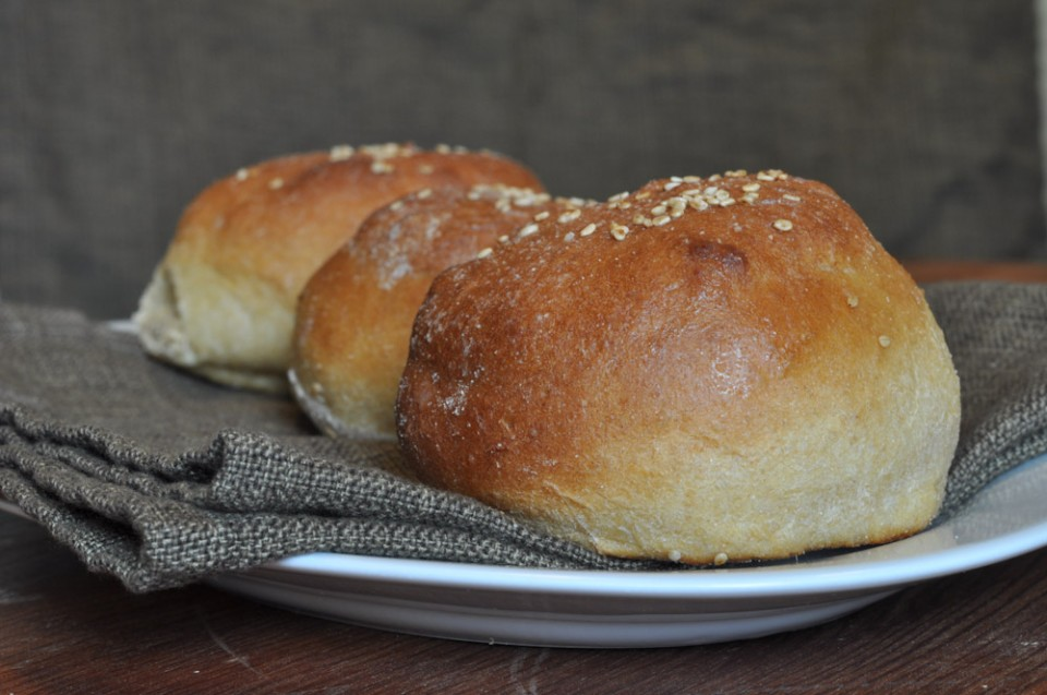 how to make hamburger buns without yeast